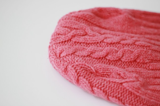 DIY beanies, DIY beanies with steps, DIY beanies from old sweaters, handmade beanies, pink beanies, how to make beanies from a old sweater, DIY winter hats, fashion blogger DIY