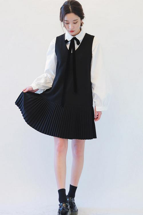 Sleeveless Pleated Hem Dress
