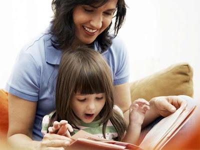 http://criandomultiples.blogspot.com Madre leyendo a niña