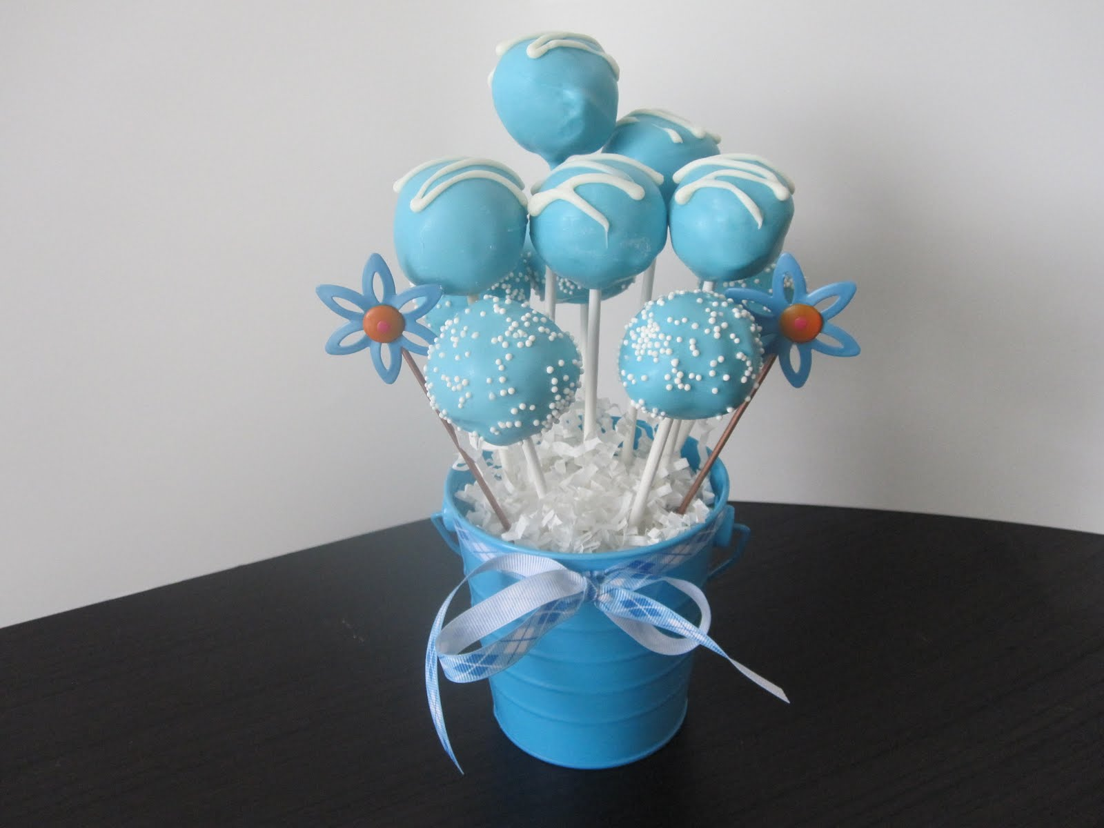 cake pop n 39 lock it baby shower cake pops