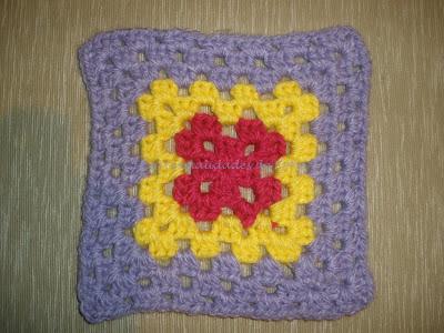 Granny estilo cuadradito de la abuela en lila, amarillo y grosella