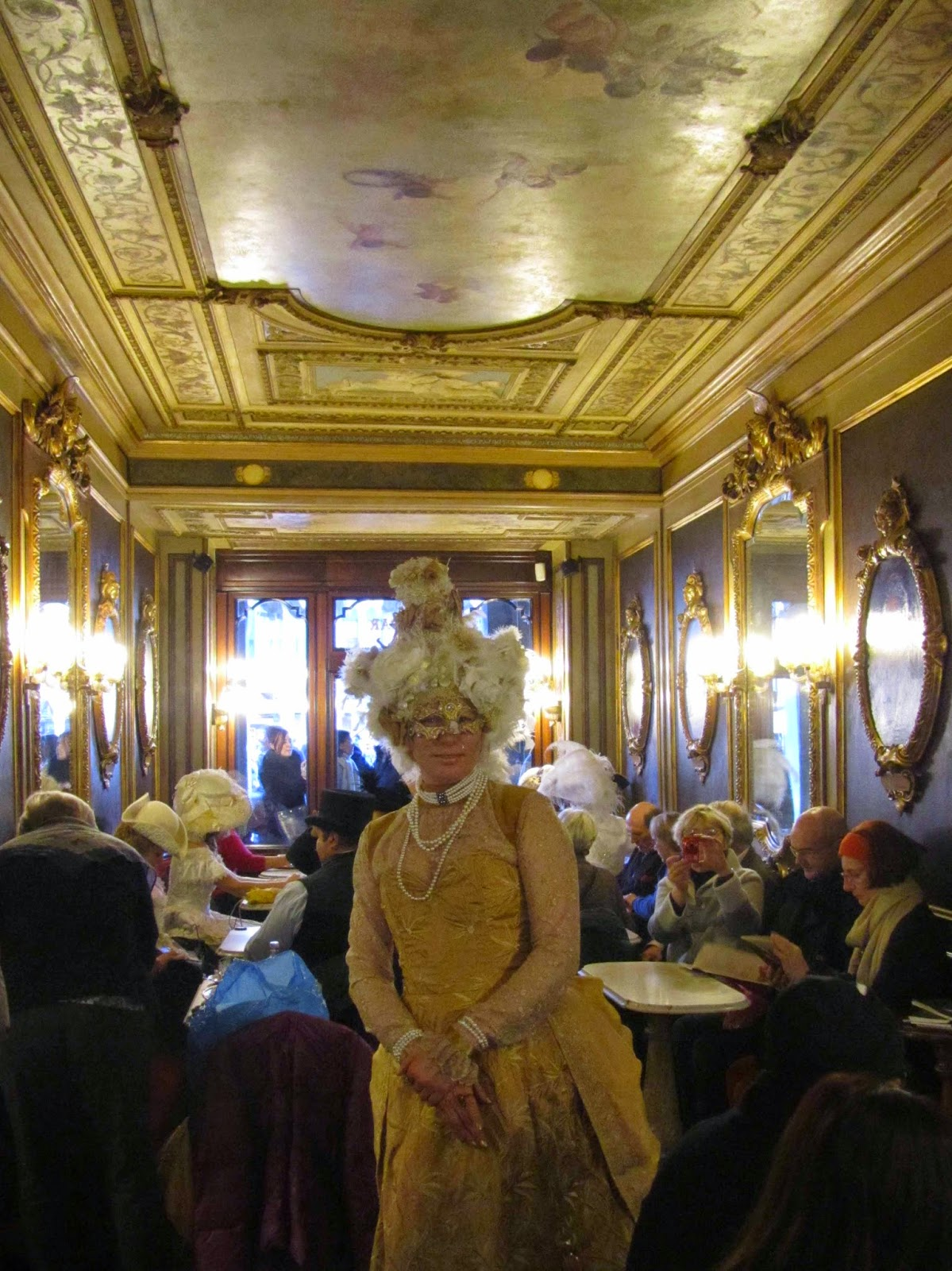 dressed as a golden angel in Cafè Florian
