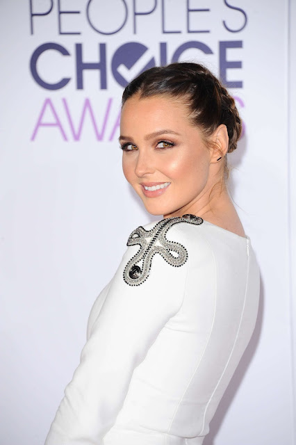 Actress, @ Camilla Luddington - People's Choice Awards in LA