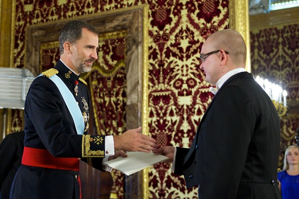 King Felipe VI of Spain (L) receives new Armenian ambassador Avet Adonts (R) at the Royal Palace in Madrid, Spain. Felipe recebe credenciais de novos embaixadores