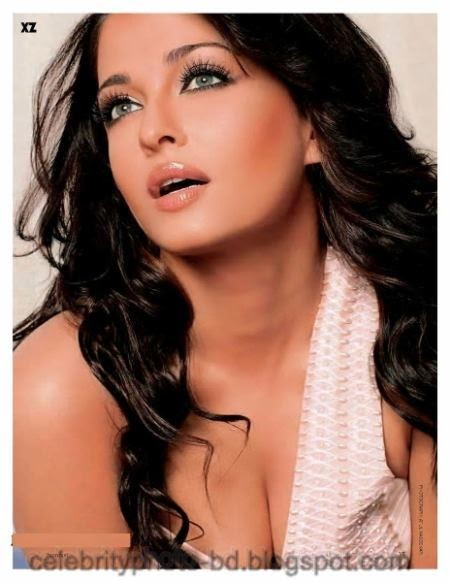 Top+10+Bollywood+Actresses+Hot+Cleavage+Show+Photos001