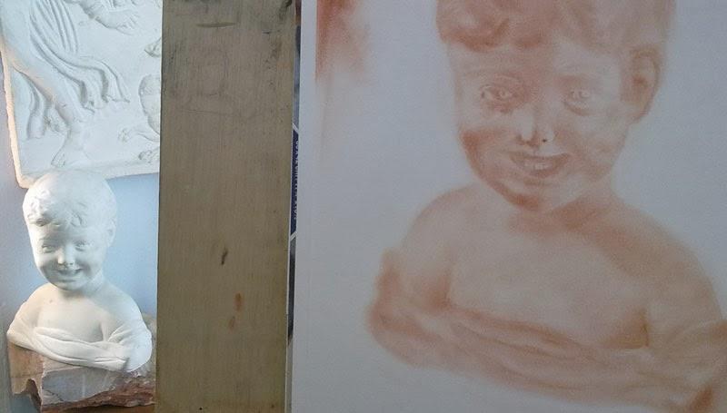 busto de niño en escayola y dibujo en sanguina