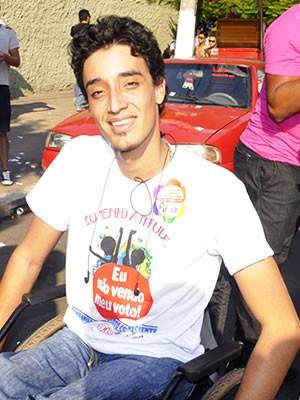 Cadeirante participou da Parada da Diversidade Sexual em Cuiabá (Foto: Tita Mara Teixeira)