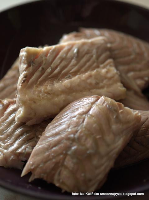 jesiotr w sosie grzybowym , jak oprawić jesiotra , jak przyrządzić jesiotra , co zrobić z jesiotra , ryba , ryby , grzyby , sos grzybowy , podgrzybki , obiad , boże narodzenie , święta , najlepsze przepisy , najsmaczniejsze dania , domowe jedzenie , kuchnia polska