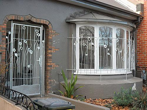 Decorate your home and garden beautiful window grill for Window design metal