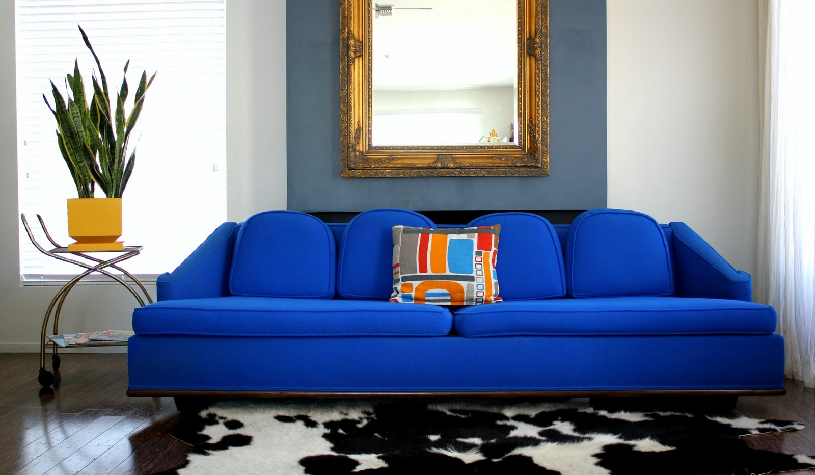 Score Awesome Electric Blue Retro Sofa