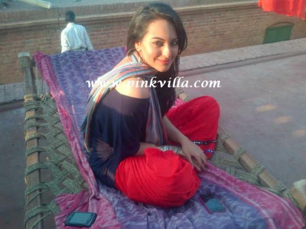 Sonakshi Sinha1 -  Sonakshi Sinha on the sets of Son of Sardaar