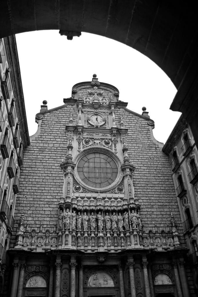 Monasterio de Monserrat, by Guillermo Aldaya / AldayaPhoto