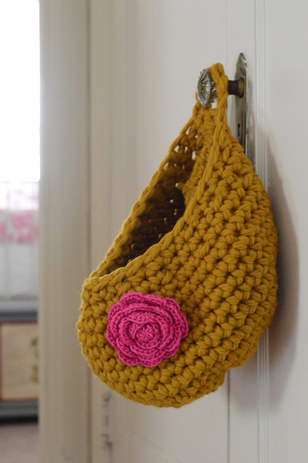 Chunky Crochet Tote Pattern : Maize Hutton: A Chunky Crocheted Hanging Bag