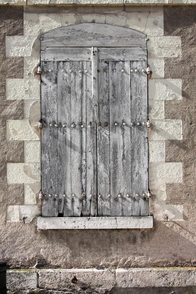 amboise daily photo les volets en bois the wooden shutters