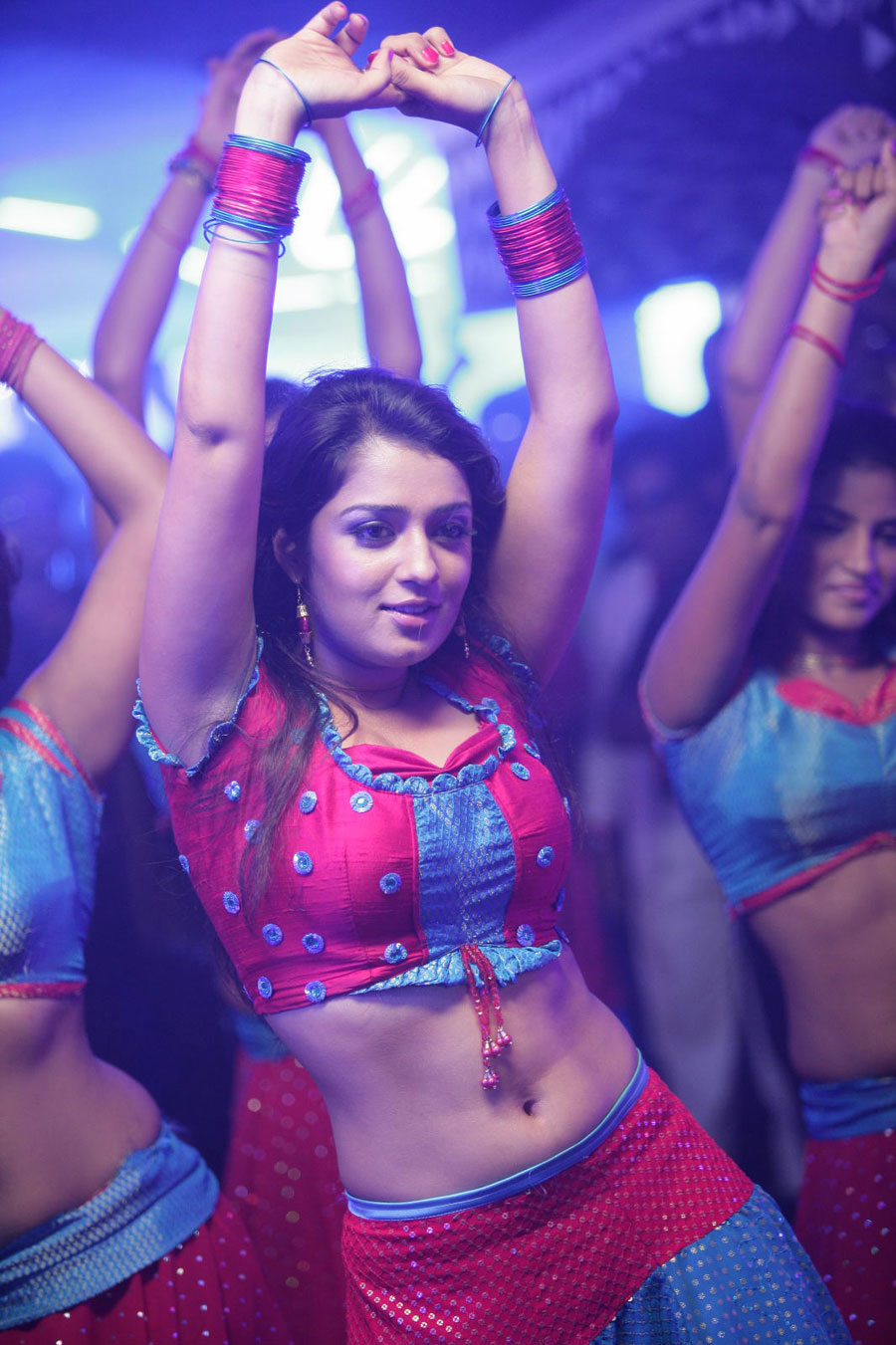 nikitha from daddy cool item song glamour  images