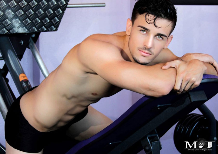 Lucas Oliveira vai à academia cinco vezes por semana para manter o corpo sarado. Foto: Marcos Januário