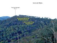 Panoràmica de la Serra de l'Ataix amb el Turó de Montgoi i, en primer terme, les instal·lacions de les mines de plom