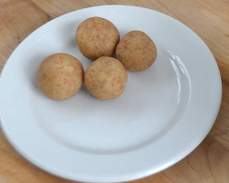 Watch How to Make Beach Ball Cake Pops video