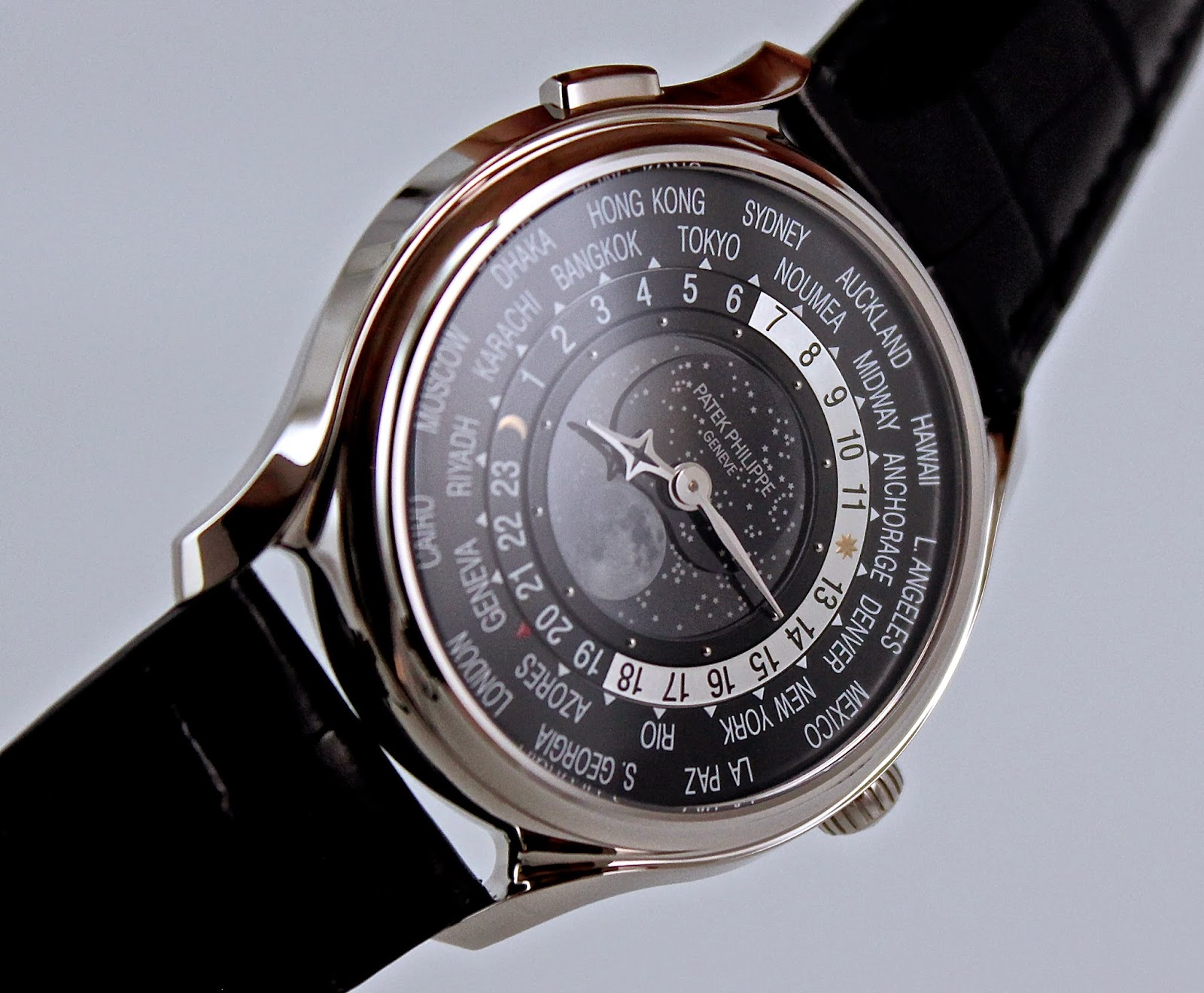 Wristwatch pictures patek philippe moonphase ref 5575 for Patek philippe moonphase