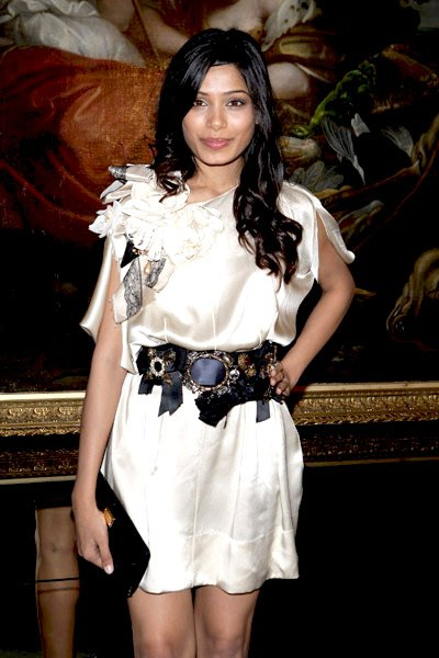 charming freida pinto photos 01
