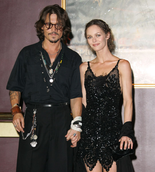 johnny depp y vanessa paradis. johnny depp wife vanessa.
