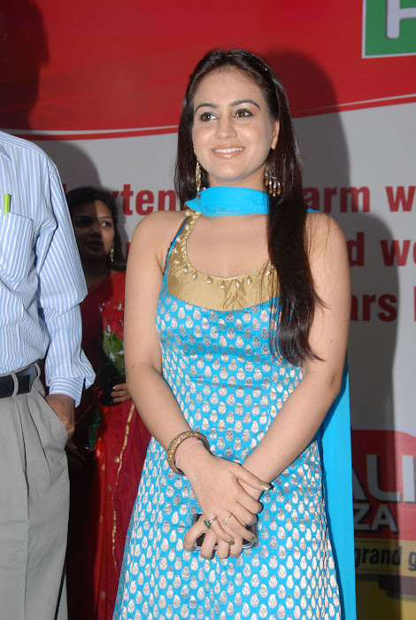 aksha at pch bumper draw event, aksha glamour  images