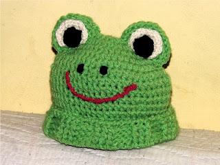 Gorro tejido a ganchillo o crochet con lana verde