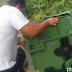 Πεταξαν  ζωντανά τρία κουτάβια σε έναν κάδο σκουπιδιών στην  Κοζάνη -ΒΙΝΤΕΟ