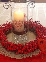 Романтична украса за вечеря на свещи с голяма свещ и венец