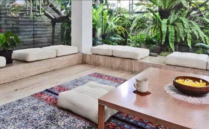 Ruang tamu tanpa sofa 3