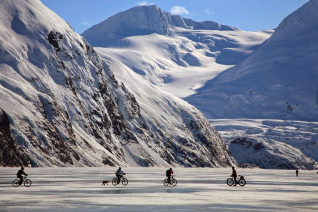 Bikers+on+the+frozen+Portage+Lake,+Alaska.+Because+biking+on+ice+is+fun,+especially+amidst+such+amazing+wintertime+scenery.+-+18+Amazing+Places+You+Should+Ride+Your+Bike+Before+You+Die.jpg