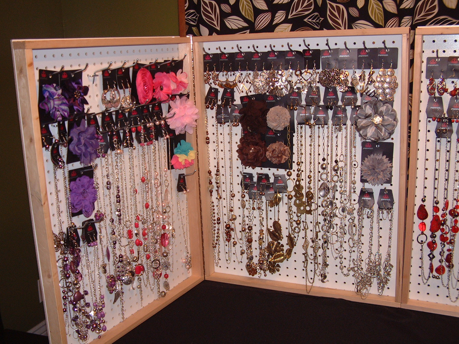 Accessorize for five with paparazzi what 39 s new for Paparazzi jewelry display case