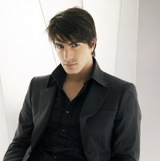 Brandon Routh Medium Short Layered haircut for Men