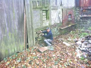 Bouwval gezocht en gevonden hout zagen hakken en opruimen for Schuur opruimen