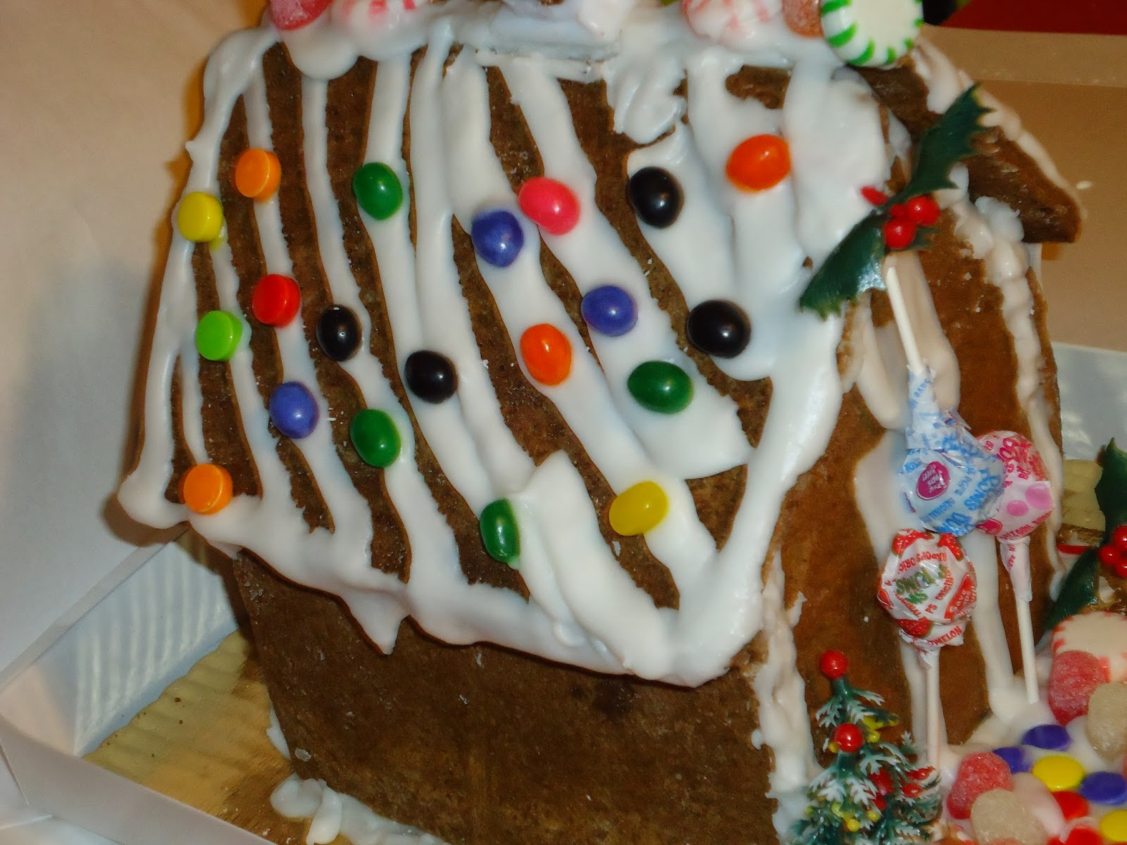 Funny Gingerbread House Decorating Ideas