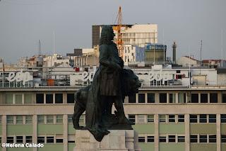 fotografia da estátua do Marquês de Pombal tirada do terraço do Hotel Fénix