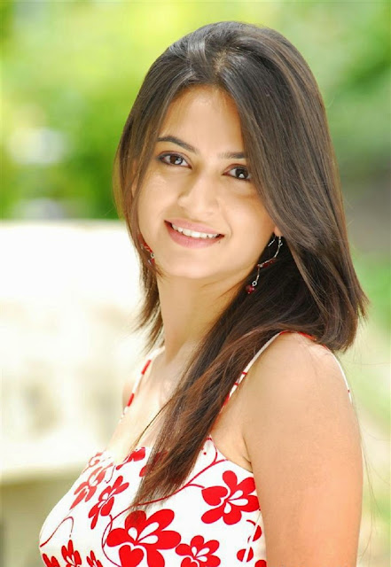 Kriti Kharbanda Beautiful and Hot Wallpapers Fee Download