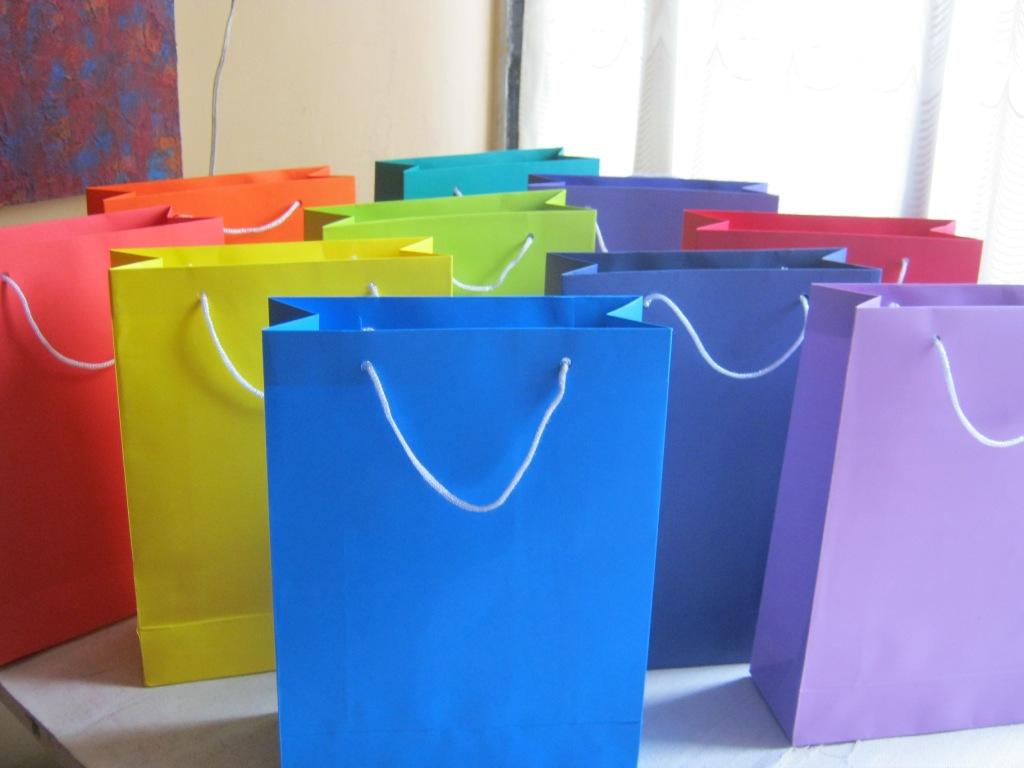 Bolsas y bolsitas de papel y cartulina bolsas para regalos - Bolsa de papel para regalo ...