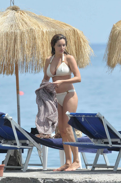Kelly Brook Sexy With White Bikini