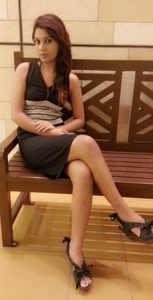 Hashini Madumanjali crossed legs