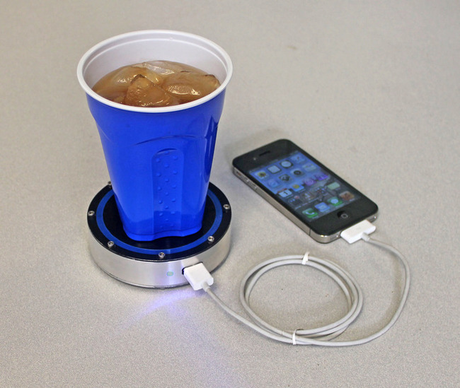 30 Insanely Clever Innovations That Need To Be Everywhere Already - Device that charges your phone from hot or cold drinks.