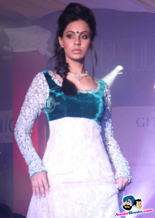 Model Walk the Ramp at Global Movie Independence Fashion Show  - (5) - Global Movie Independence Fashion Show Photos