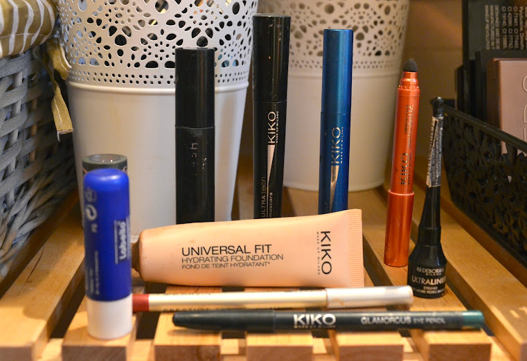 What's in my friend Paola Makeup Bag?