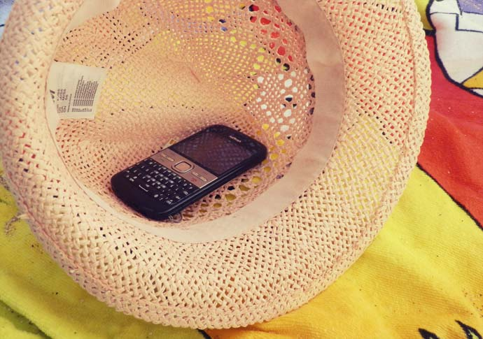 Pink fedora from H&M and Nokia E5