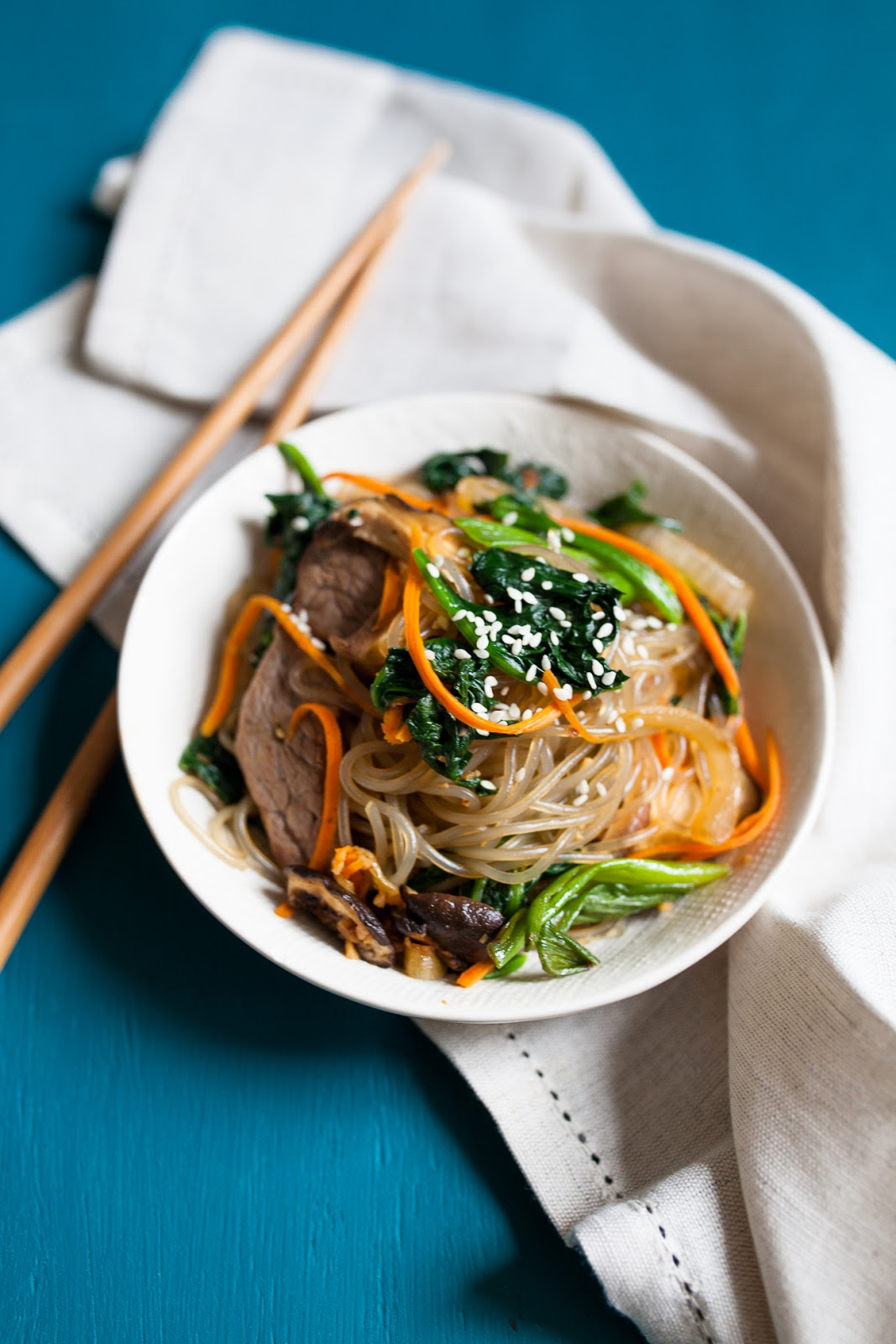 Japchae - Korean Stir-Fried Sweet Potato Noodles / blog.jchongstudio.com