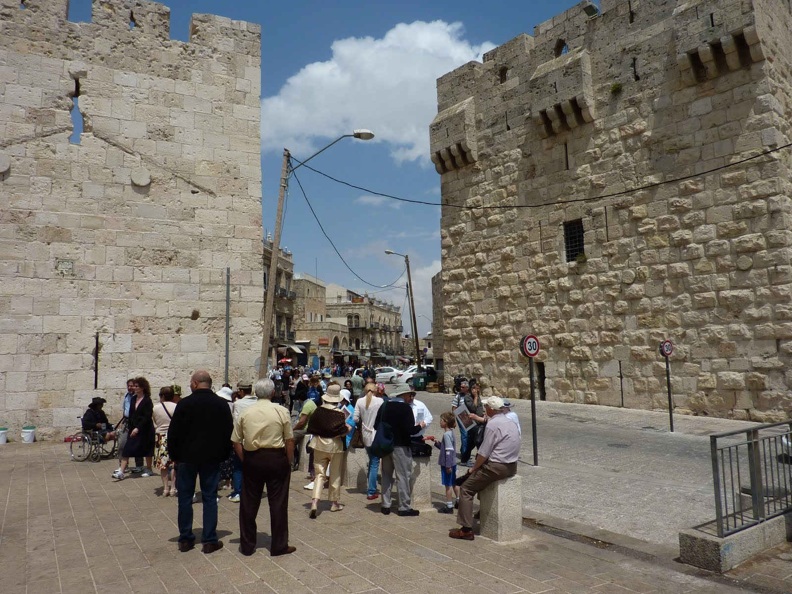 a brief history of jewish people throughout the years Because no other peoples had ever established a national homeland in palestine since the jews had done it 2,000 years before, the british looked favorably upon the creation of a jewish national homeland throughout all of palestine the jews had already begun jewish people with palestine.