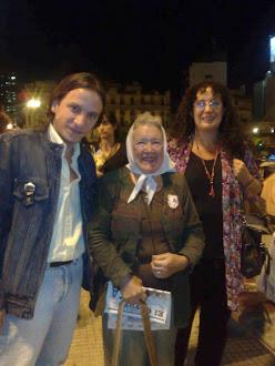 Daniel Pacin junto a Nora Cortiñas y Maria Elena Naddeo