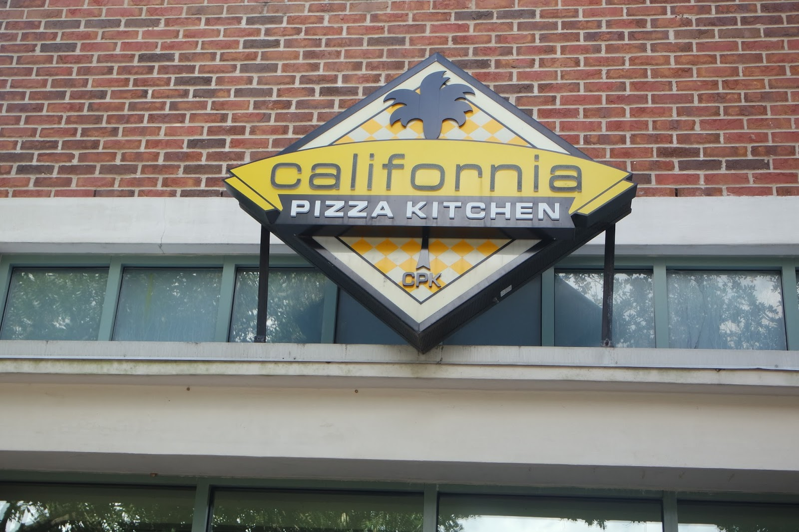 California Pizza Kitchen Perkins Rowe Da 39 Stylish Foodie