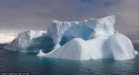 pulau es gletser Petermann pecah