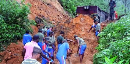 35 MUERTOS Y MAS DE 100 MIL AFECTADOS POR GRAVES INUNDACIONES EN SRI LANKA